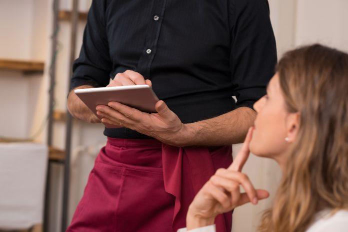 camarero record empleo hostelería sector hotelero jornada laboral