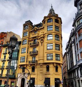 Edificio del Hotel Tayko en Bilbao.