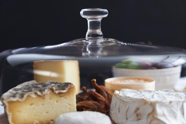 expositor queso staub