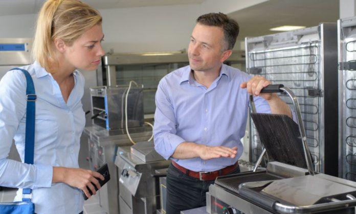 equipamiento hostelero negocio - shutterstock