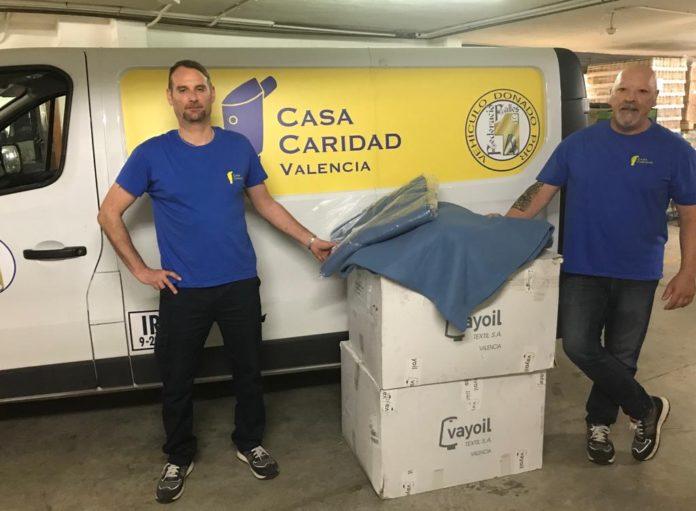 Vayoil Textil dona mantas para Casa Caridad Valencia.