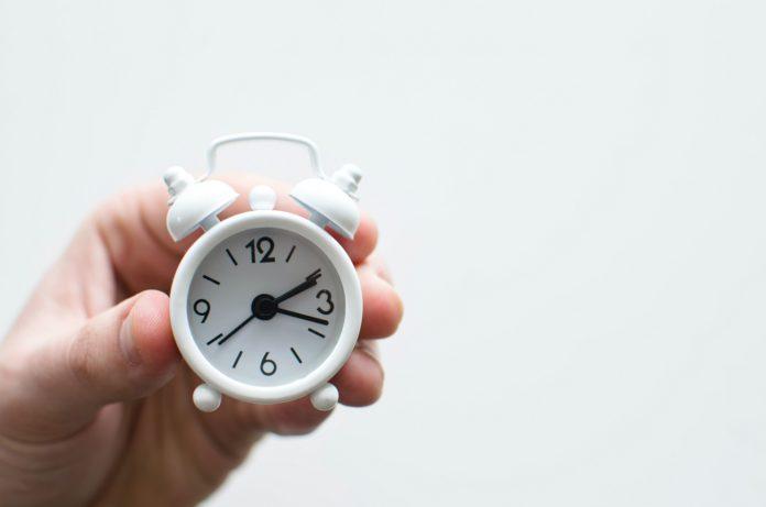 reloj marcando las horas hot concepts